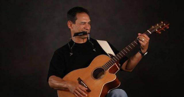 Bo Garza playing guitar